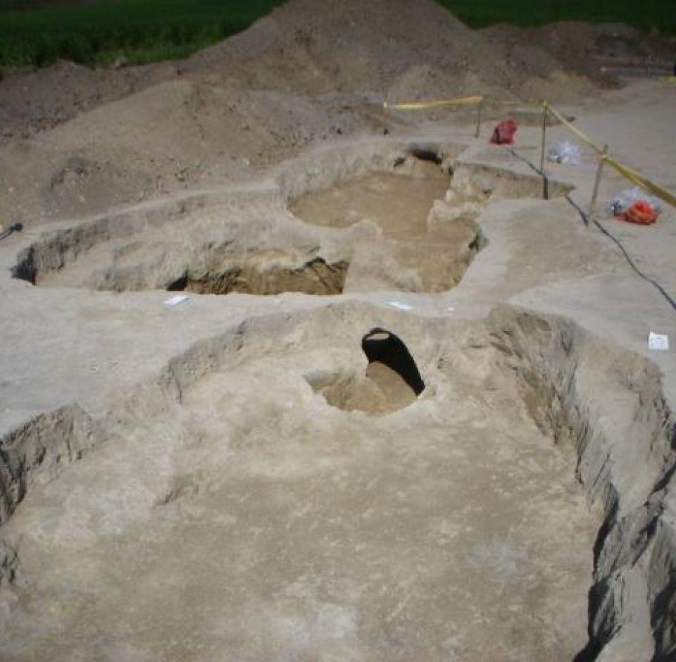 Nagyberuházásokhoz kapcsolódó megelőző régészeti feltárások gépi és kézi földmunkája
