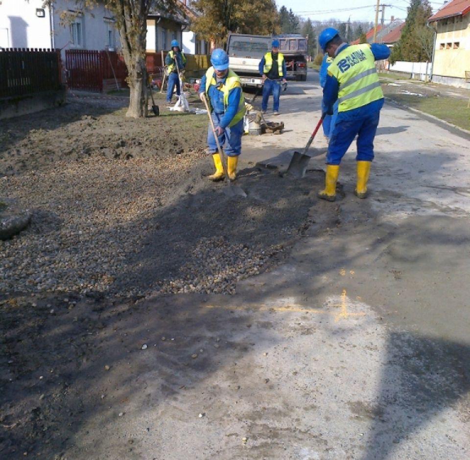 Sellye, Radnóti út 1-3. ingatlan előtti szennyvízvezeték csőtöréséből adódó hiba javítása